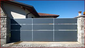 Immagine esempio di cancello scorrevole moderno costruito da Happy mec.