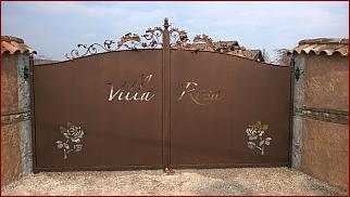 Cancello artistico con taglio laser e verniciatura antichizzata realizzato da Happy mec.