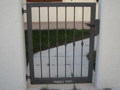 Cancelli pedonali happy mec carpenteria e serramenti a for Cancelletto per cani usato